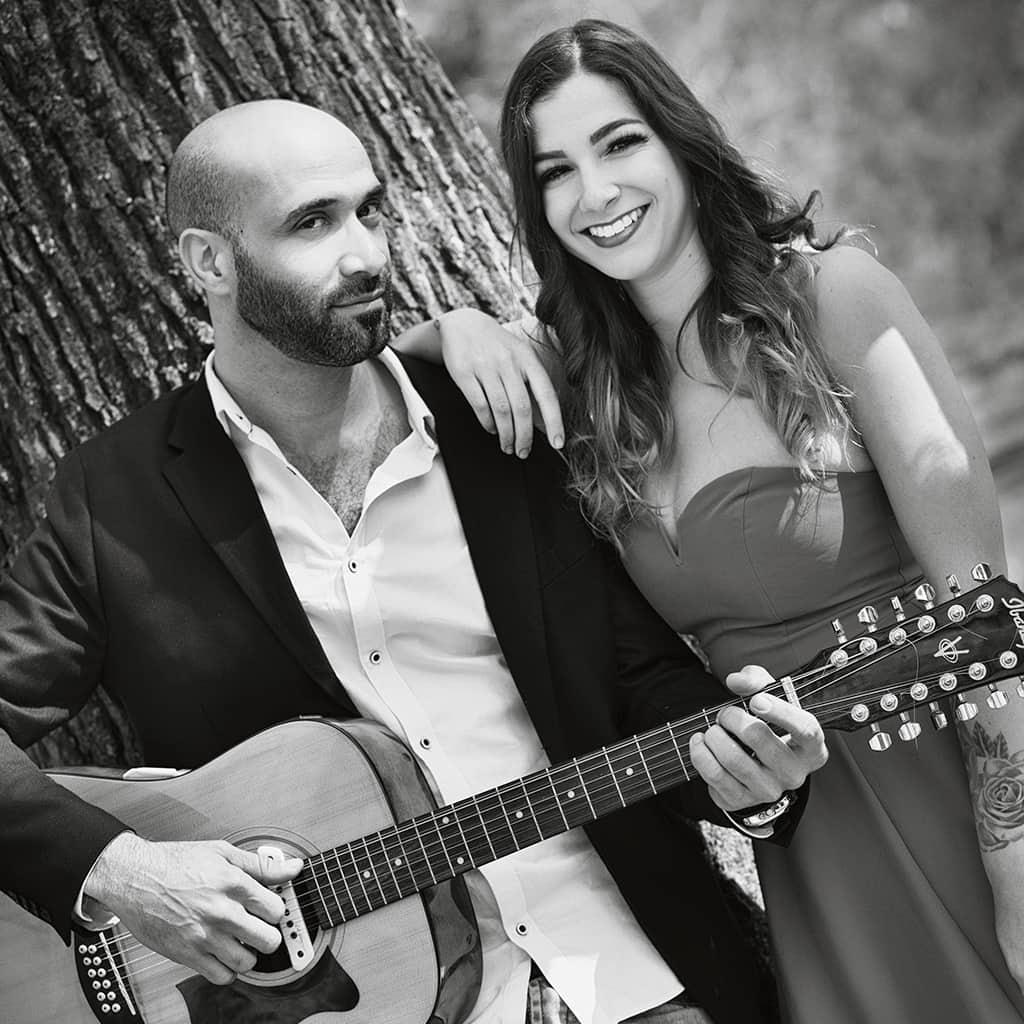 Guitarist Jacinto Mendez and singer Linda Lulka